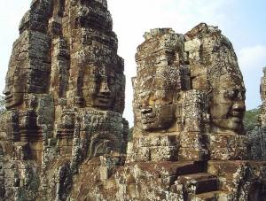 Đền Bayon tại Angkor Thom (ảnh Henry Flower Wikipedia tiếng Anh)