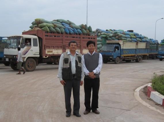 Sắn Căm-pu-chia bán qua Việt Nam qua cửa khẩu Hoa Lư, Tây Ninh