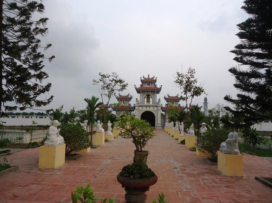 Chua Giang giua Dong Xuan